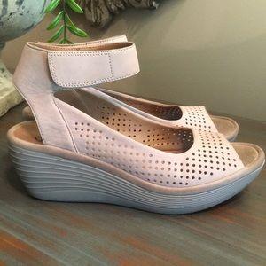 Clark's Cushion Soft Platform Sandals
